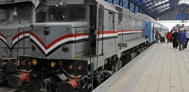 """""""السكة الحديد"""": سيارة تقتحم مزلقان الملاحة بطنطا وتؤخر قطارين"""
