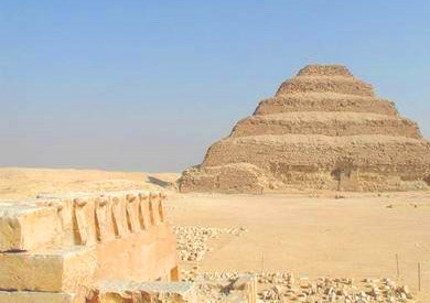 وزير الآثار: الكشف عن 7 مقابر بجبانة سقارة بها مجموعة من القطط المحنطة
