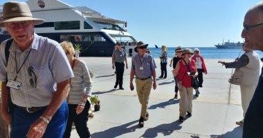 بالصور.. وصول 2480 سائحا من جنسيات مختلفة لميناء شرم الشيخ البحري