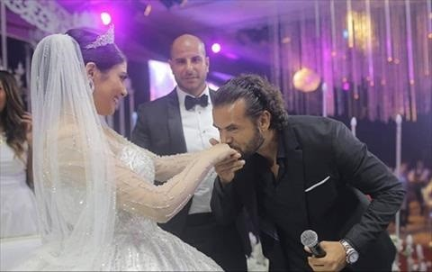 سامو زين عقب انتقاد نظرته لعروس يحيي فرحها: «أعتبرها ابنتي.. ونعلم من وراء تلك الحملة»