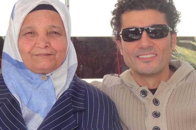 خالد النبوي عن وفاة والدته: «كانت بالنسبة لي الوجود كله»