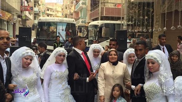 «تسلم الأيادي» في استقبال عرائس الزفاف الجماعي بالمنيا
