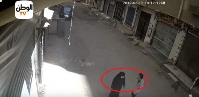 بالفيديو  لحظة قتل شاب لوالدته في نهار رمضان بالهرم