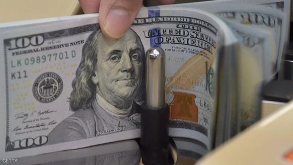 التحقيق في رسائل كلينتون يهدد الدولار