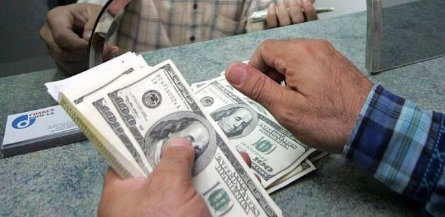 الدولار يواصل التراجع.. ويسجل أدنى مستوى له منذ تحرير سعر الصرف