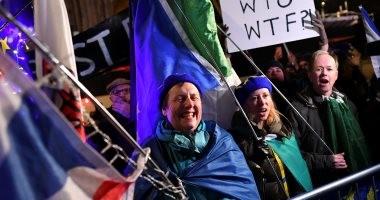 صور.. احتفالات ببريطانيا بعد رفض البرلمان الخروج من الاتحاد الأوروبى دون اتفاق