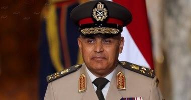 وزير الدفاع يلتقى ضباط وصف وجنود القوات المسلحة بالمنطقة المركزية