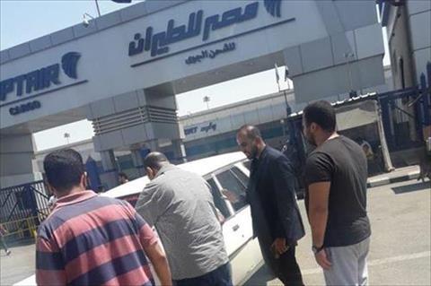 «الهجرة» تستقبل جثمان «ضحية الوافد الآسيوي» في الكويت بمطار القاهرة