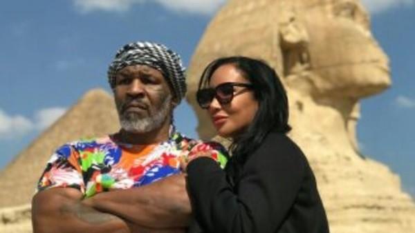تايسون نجم الملاكمة العالمي يزور الأهرامات .. صور