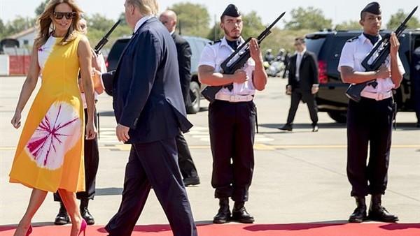 فضيحة مخزية لحرس الشرف الفرنسي..عاكس ميلانيا زوجة رئيس أمريكا