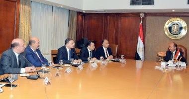 وزير الصناعة يبحث تنمية قطاع مواد البناء والصناعات المعدنية و زيادة التصدير