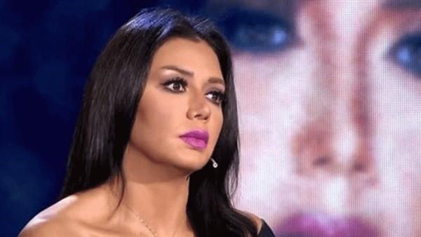 رانيا يوسف تعتذر لجمهورها عن واقعة الفستان: وحياة ولادي ما أقصد