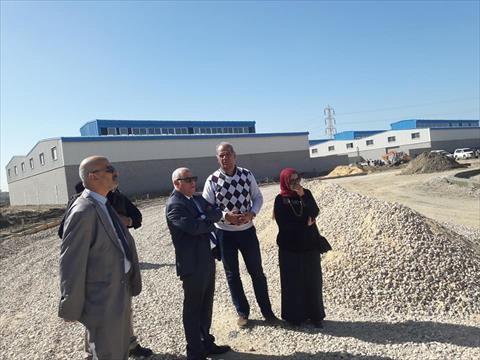محافظ بورسعيد يتفقد توصيل المرافق إلى مشروع «الـ118 مصنعًا»