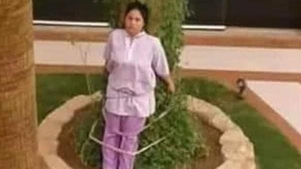 عائلة ثرية تربط خادمة فلبينية في شجرة.. تعرف على السبب