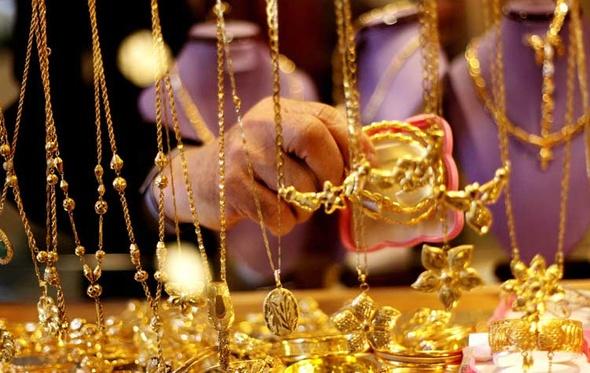 أبرزها «الذهب والحديد».. 3 سلع تأثرت بانخفاض سعر الدولار