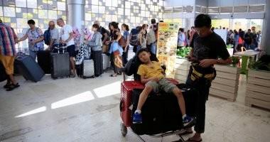 السياح يغادرون إندونيسيا بعد زلزال جزيرتى بالى ولومبوك