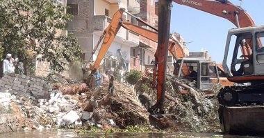 إزالة وإيقاف 11 حالة بناء مخالف على الأراضى الزراعية ببنى مزار فى المنيا