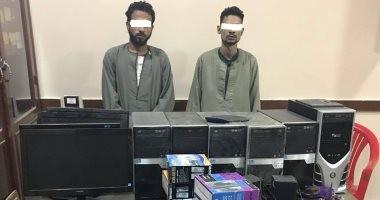 القبض على سائق وفران لسرقتهما 7 أجهزة كمبيوتر من مدرسة ثانوية فى أسيوط