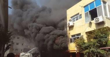 إصابة فرد حماية مدنية خلال إطفاء حريق بالعجمى وامتداد النيران لشقة مجاورة