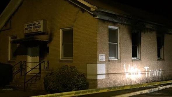 إحراق كنيسة للأمريكيين السود.. والفاعل: «صوتوا لترامب».. صور