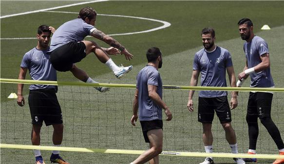 ريال مدريد يواصل الاستعداد لمواجهة مانشستر يونايتد وديا