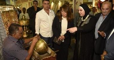 """وزيرة التضامن تتفقد معرض """"تراثنا"""".. وتؤكد: الدولة مهتمة بالمشروعات الصغيرة"""
