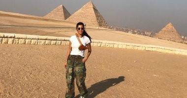 يوميات سفرى إلى القاهرة.. تفاصيل زيارة كورتنى كارداشيان للأهرامات.. صور