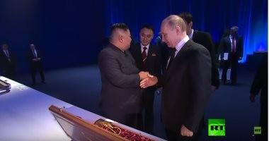 شاهد.. بوتين يتعرض لموقف محرج خلال لقائه زعيم كوريا الشمالية فى روسيا