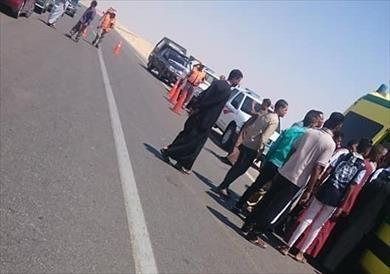 مصرع 3 أشخاص وإصابة 11 آخرين في انقلاب سيارة بطريق «الخارجة-أسيوط»