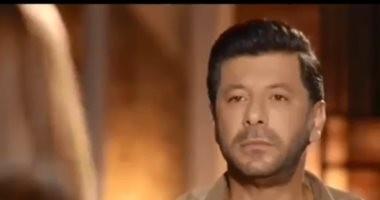"""إياد نصار لـ""""ياسمين صبرى"""": """"معرفكيش.. شوفيلك ميكروباص تانى"""".. فيديو"""