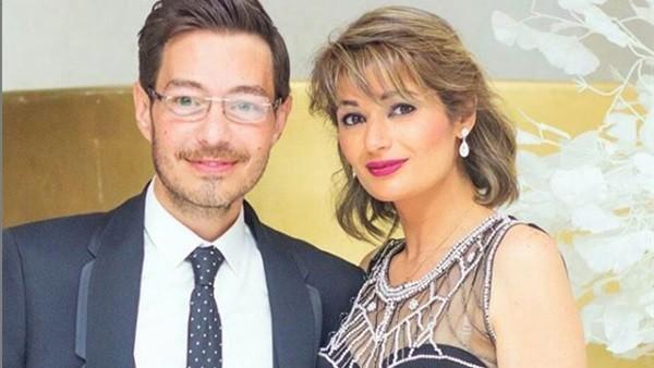 بفستان ذهبي لافت .. زوجة أحمد زاهر تخطف الأنظار في أحدث ظهور لها