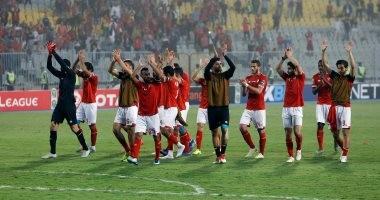 شاهد.. لاعبو الأهلى يعتذرون للجماهير فى برج العرب بعد وداع بطولة أفريقيا
