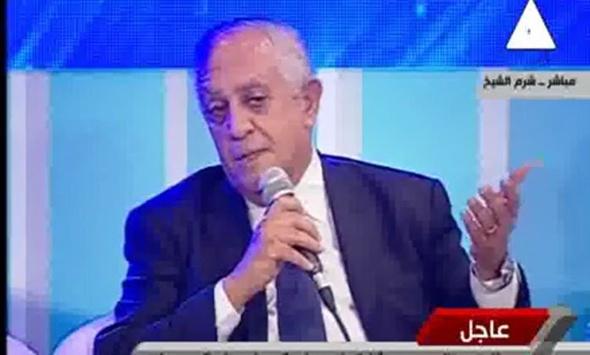 """شاهد.. مطالبة المستكاوي بسحب رخص """"محمود الخطيب"""" تثير ضحك السيسي بمؤتمر الشباب"""