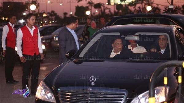 عادل إمام ومحمد رمضان وتامر حسني وأحمد حلمي في عزاء عزت أبو عوف.. فيديو وصور