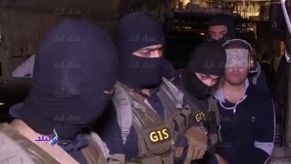 تعرف على سبب وضع المخابرات المصرية سماعة وعصبة على أذن وعيني هشام عشماوي
