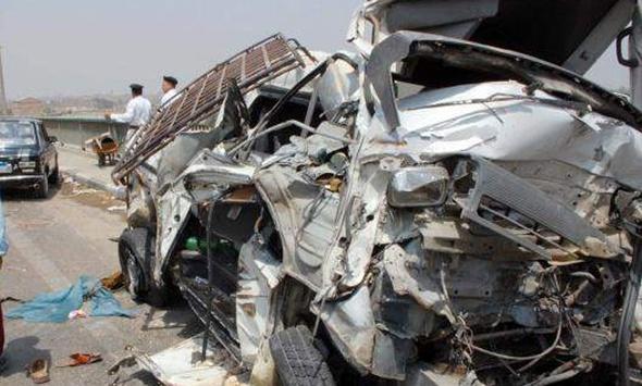 مصرع وأصابة 25 شخصًا في كارثة تصادم أتوبيس مدارس وسيارة نقل