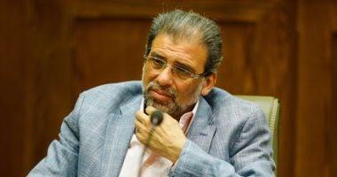 بالصور.. نائب يعترض على تعريف خالد يوسف للإعلامى: كده دينا هاتبقى عضو نقابة