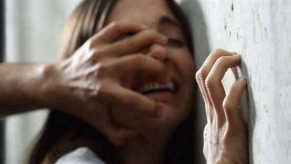 يقتلان ابنتهما لشكهما في سلوكها ويتخلصان من جثتها مرتين.. تفاصيل مرعبة