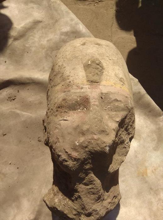 «الآثار»: الكشف عن أجزاء من تمثال للملك رمسيس الثاني بمعبد كوم أمبو في أسوان