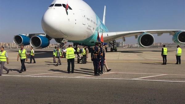 على متنها رئيس مدغشقر.. شاهد| أكبر طائرة بالعالم في القاهرة