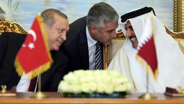 نظرة أمير قطر إلى أردوغان تشعل مواقع التواصل.. فيديو