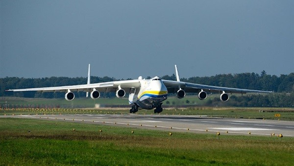 وزير الطيران: الطائرة الأوكرانية هبطت بطريقة آمنة..وطاقمها بحالة جيدة