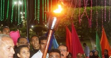 بالصور.. إيقاد شعلة النصر إيذانا ببدء احتفالات محافظة السويس بالعيد القومى