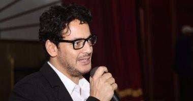 خالد أبو النجا: المثلية ليست اختيارا ولا مرضا وعلم الرينبو كما النور بأطيافه