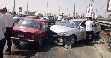 توقف حركة المرور بسبب تصادم سيارتين على محور الثورة بمصر الجديدة