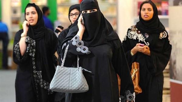 حقيقة أم خيال.. السماح لغير المحجبات بالسير في شوارع السعودية