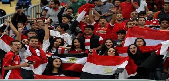 """الرئيس السيسي يهنئ المنتخب ويشيد بـ""""رقي"""" الجماهير المصرية"""