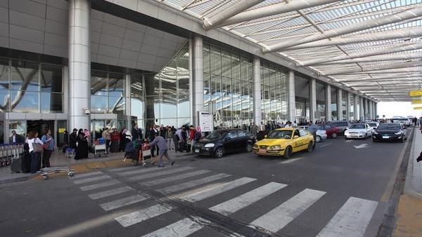 ضبط راكبة بمطار القاهرة هربت كوكايين من إثيوبيا داخل باروكة