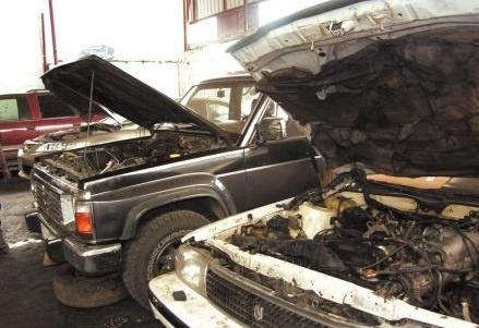 رئيس مدينة المحلة يقرر إعادة إصلاح سيارات جراج المجلس المعلطة