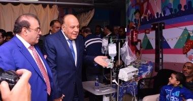 صور.. عمرو سلامة فى دوار حسن راتب: 57357 هدفها القضاء على سرطانات المرض والفقر والجهل